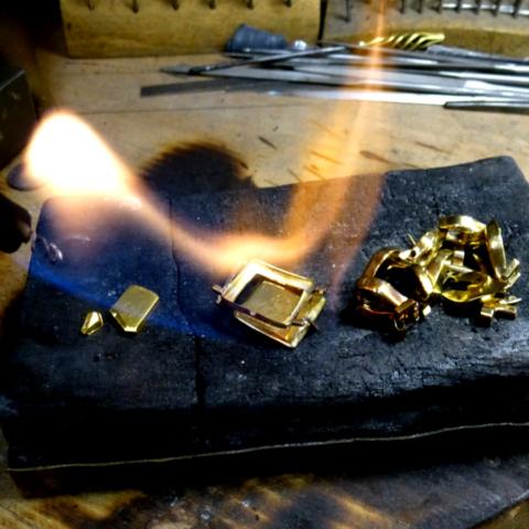 Goldschmiede-Umarbeitung Einschmelzen Altgold