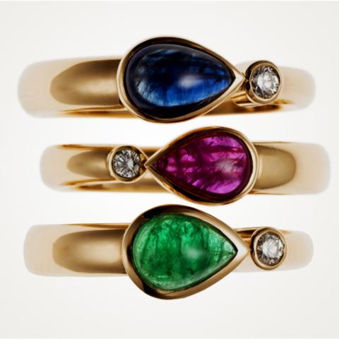 3 Ringe mit tropfenförmigen Edelstein-Cabochons und Brillanten