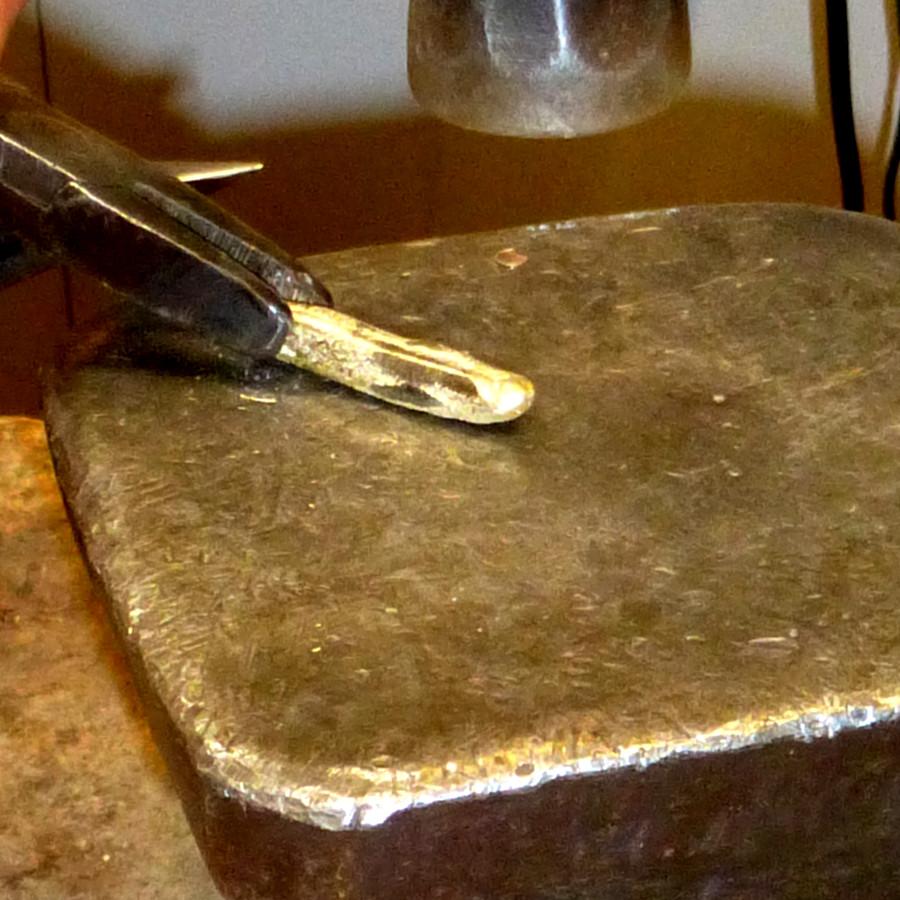 Goldschmiede-Anfertigung, Schmuck-Umarbeitung, Gold schmieden