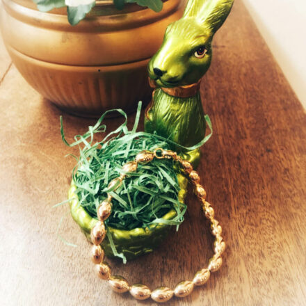 Armband in 750 Gold in Form von kleinen Eiern