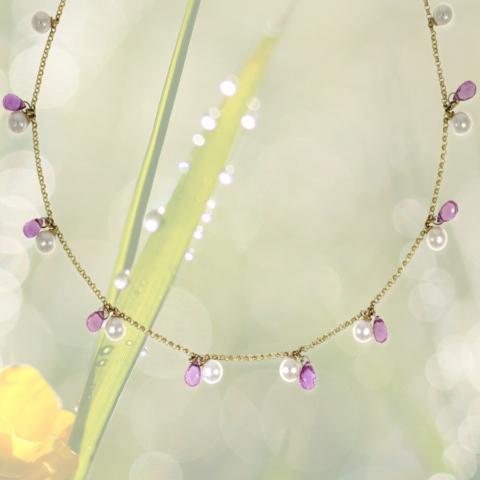 Halskette mit Perlen und kleinen geschliffenen Tropfen aus rosa Saphir