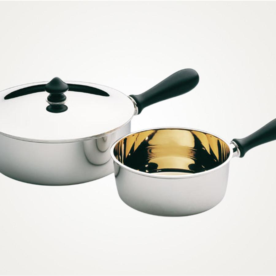 Silberne Kasserolen gibt es von der Manufaktur Koch und Bergfeld,sie sind über uns zu beziehen
