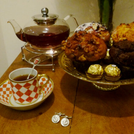 Muffins und handgearbeitete Hamburg-Manschettenknöpfe