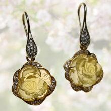 Ohrringe mit Rosen aus Beryll und Brillanten