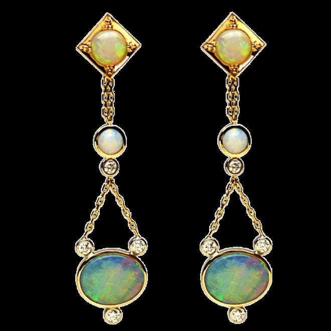 Ohrringe mit Opalen und Brillanten