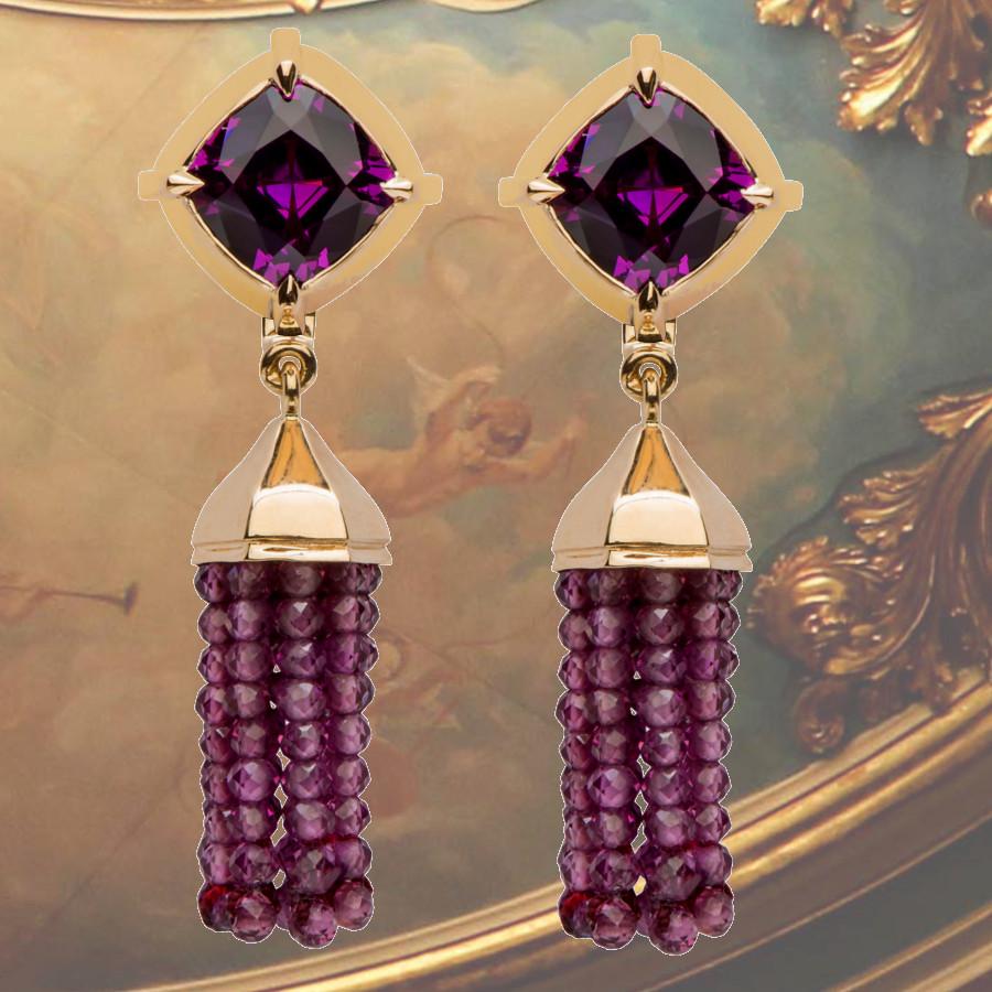 Ohrstecker mit violetten Granaten in barocker Fassung (€ 3375,00) Unterhänger mit Quasten aus violetten Granaten (€ 1425,00)