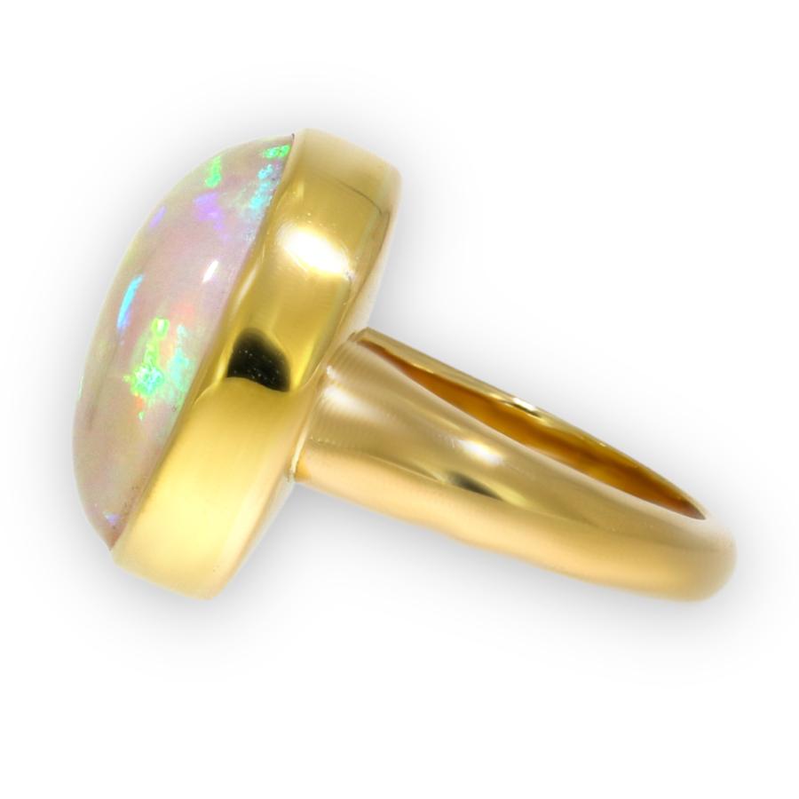Ring in Gelbgold mit äthiopischem Opal