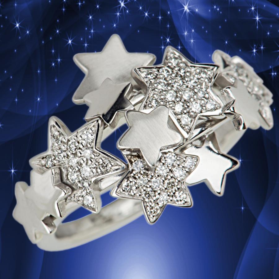 Ring in Weißgold mit vielen kleinen brilllantbesetzten Sternen