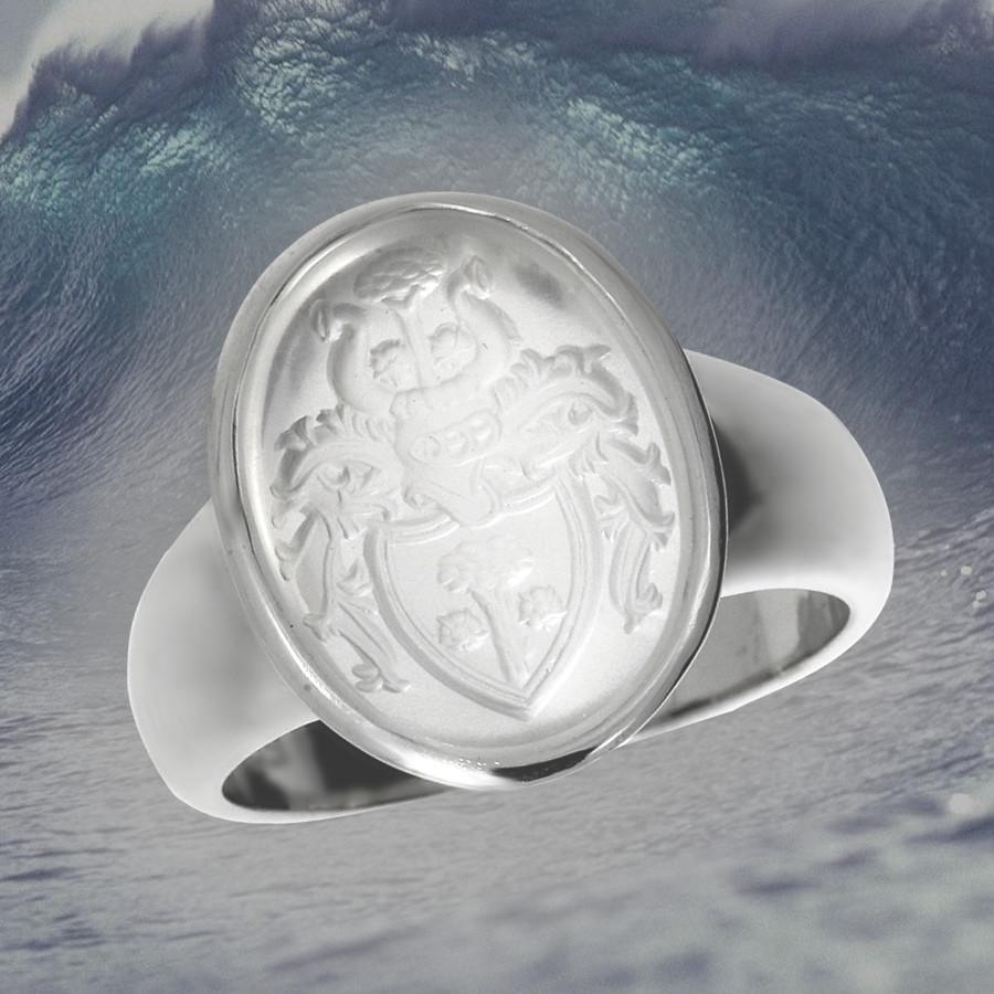 Siegelring in 585ger Weissgold mit einem gravierten Mondstein